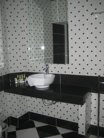 Athens Diamond Homtel:                   Bathroom