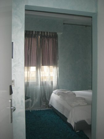 Athens Diamond Homtel:                   A cleaned up room next door