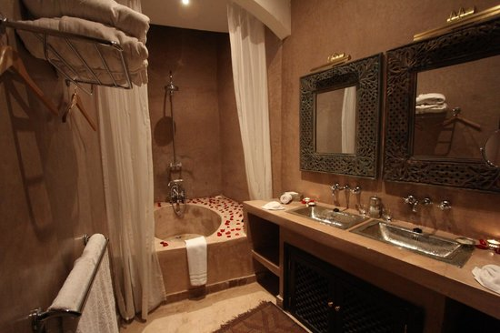 ‪رياض نوار ديفوار:                   Bathroom