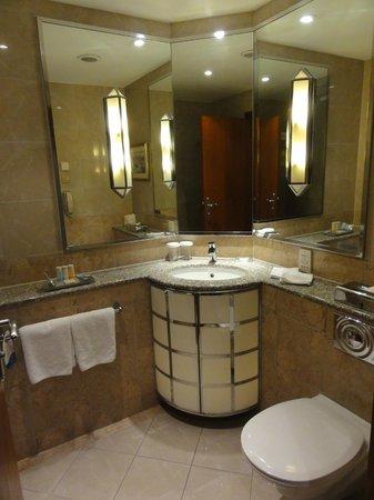 โรงแรมเรดิสันบลู อัลครอน ปราก: bathroom