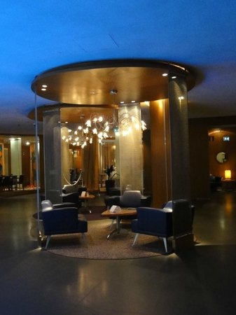 Radisson Blu Royal Viking Hotel, Stockholm: seating area in the lobby