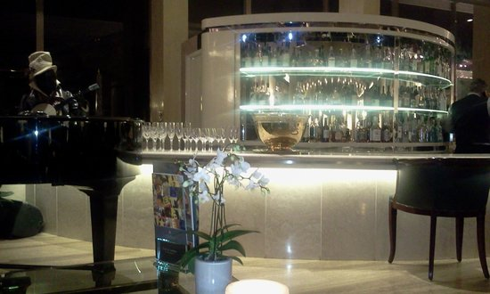Rome Cavalieri, Waldorf Astoria Hotels & Resorts: the bar on the 1st floor