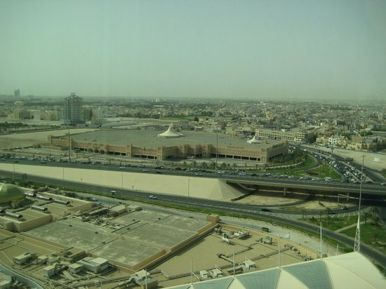 Fraser Suites Seef Bahrain:                   Road view