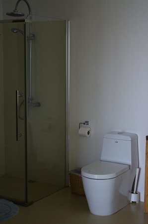 Amihan Del Sol: Amihan Villa bathroom