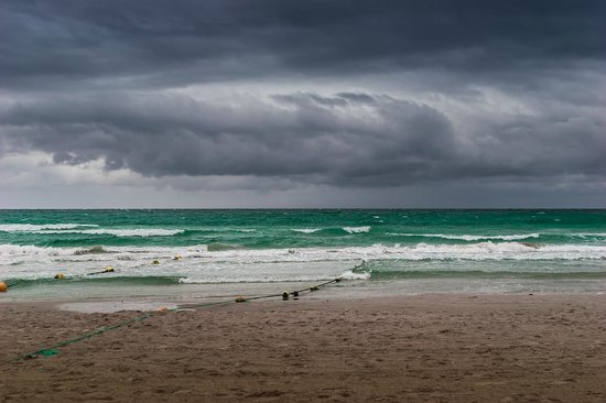 Caribbean World Mahdia :                   Море во время шторма