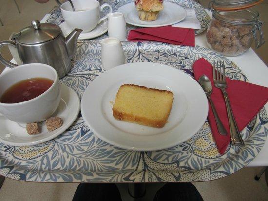 Cafe @ V&A Museum: pot of tea and a lemon cake