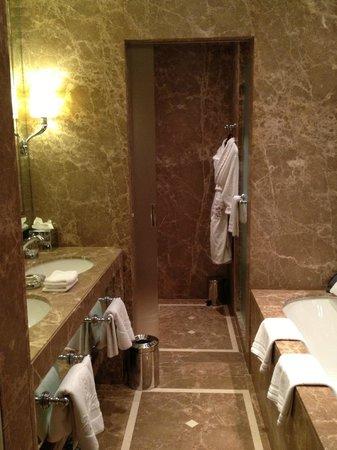 Hotel Sacher Salzburg: bathroom