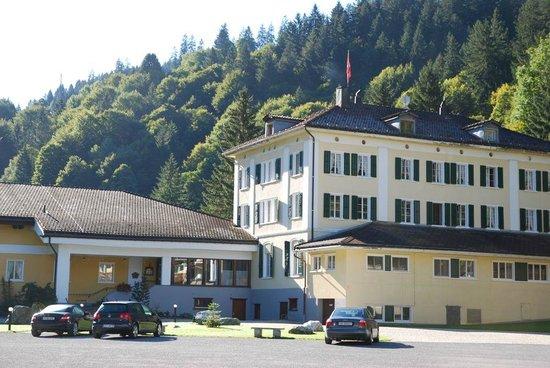 Hotel Bad Serneus: Bad Serneus Kurhotel  |  Badstrasse 16, Klosters 7249, Schweiz