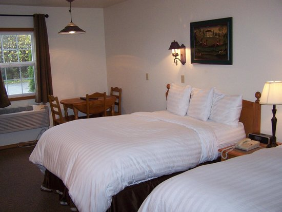 Sunrise Inn Villas And Suites : Double Queen room