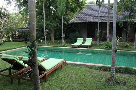 Swimming pool with bungalow on each side.
