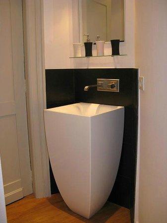 La Maison du Champlain : lavabo chambre