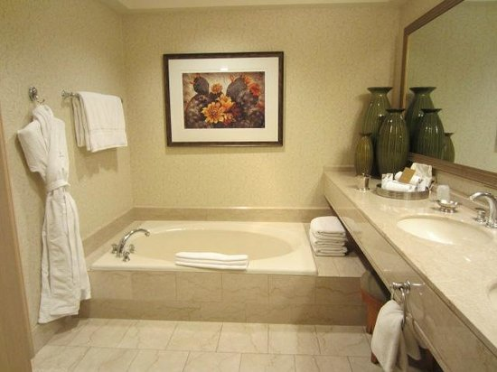 The Phoenician, A Luxury Collection Resort, Scottsdale: Bathroom Tub