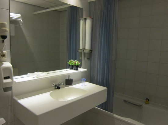 Hotel Fita: bathroom
