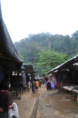Karen village : shopping street