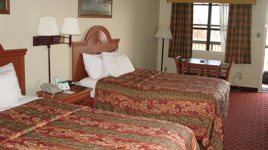 Quality Inn & Suites: Room
