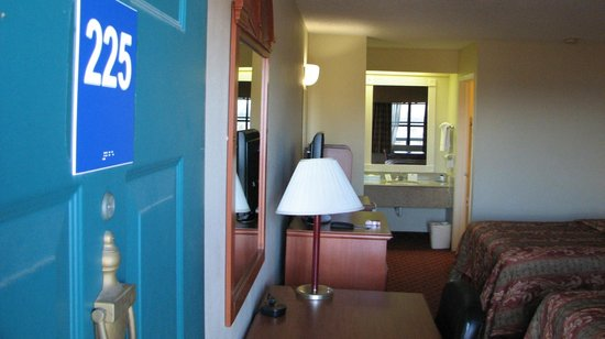 Quality Inn & Suites Garland - East Dallas: Room