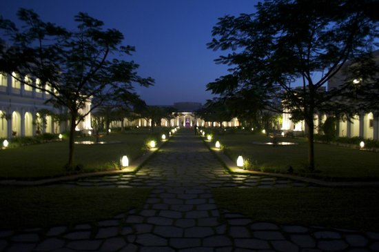 Taj Falaknuma Palace:                   at night                 