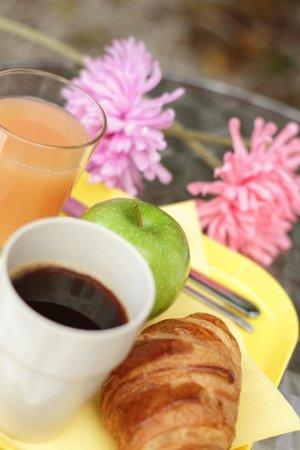 Hôtel Little Lodge : Petit déjeuner sur la terrasse