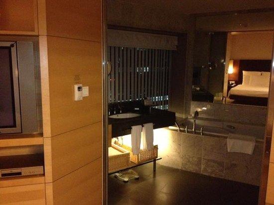 Hilton Kuala Lumpur:                   Bath