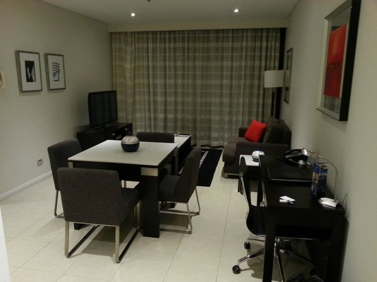 Meriton Serviced Apartments Pitt Street: 1 Bedroom Apartment - Lounge Area