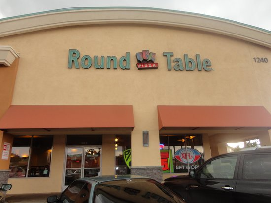 Round Table Pizza: View from the Street