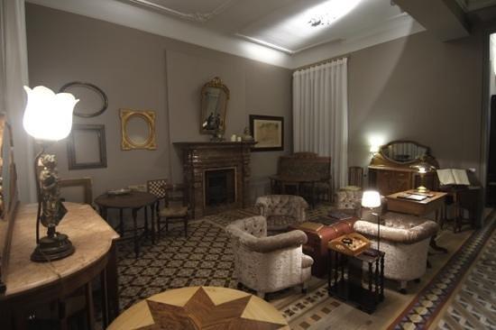 Circa 1905:                   Sala de estar e de pequenos almoços