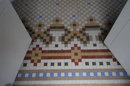 Circa 1905:                   detalhe do chão no quarto
