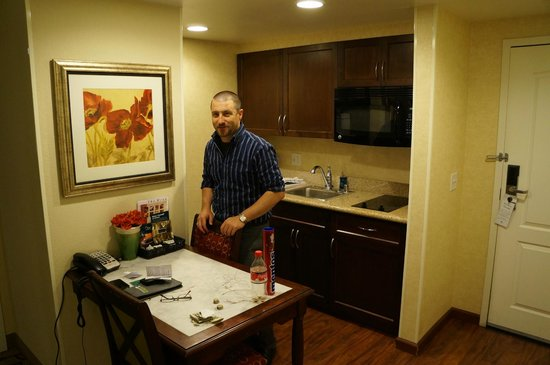 Homewood Suites by Hilton Las Vegas Airport: full kitchen