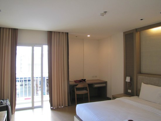The ASHLEE Plaza Patong Hotel & Spa: Our room