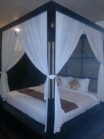 The Windflower Resort & Spa, Mysore: Bed