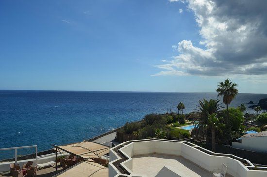 Golf del Sur, Spanien:                   Вид из номера в сторону соседнего отелчика