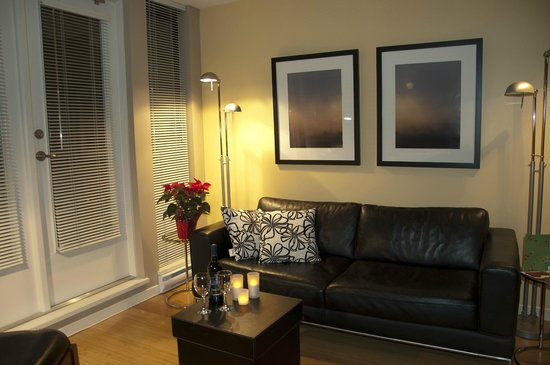 City Life Suites, Victoria:                   living room