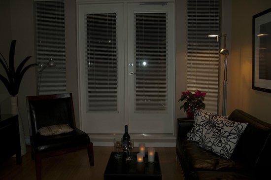 City Life Suites, Victoria:                   livingroom