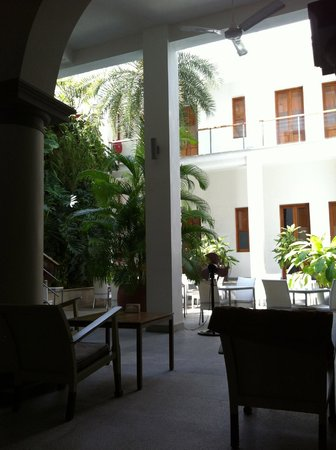 Villa Shanti:                   View of courtyard from the bar area.