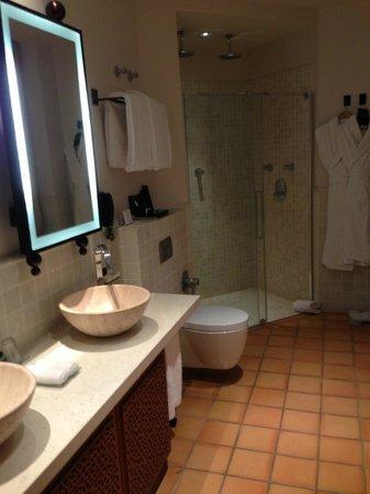 Hôtel Tiara Yaktsa Côte d'Azur.: salle de bain