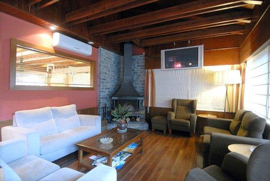 Hotel Florido: Sala con chimenea