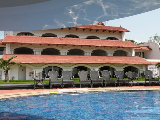 The Gateway Hotel Janardhanapuram Varkala:                   Pool and hotel