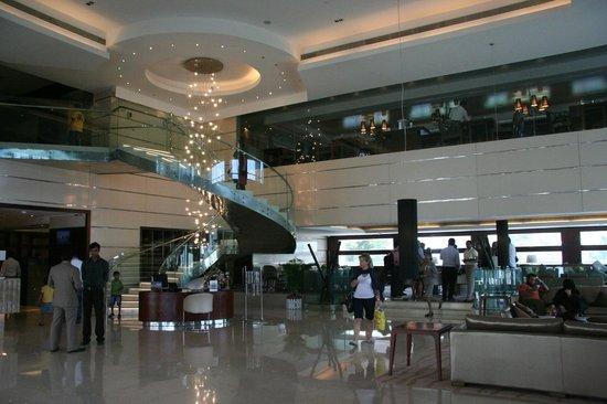 Holiday Inn Cochin: hall e ristorante