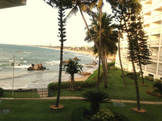 Mount Lavinia Hotel:                   The sea from the reception