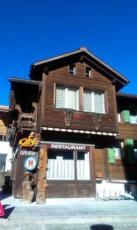 Cafe Gruebi: Front mit Terrasse