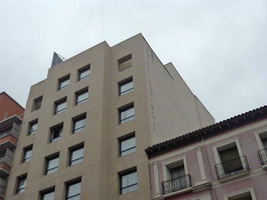 إيبيس ستايلز سرقسطة راميرو آي: Entrada a Hotel 