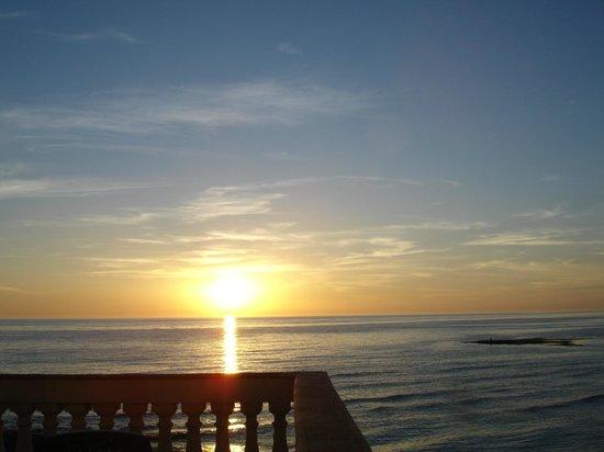 B&B La Casa di Montalbano: tramonto dalla terrazza - sunset from the terrace