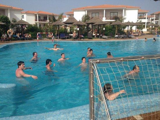 Melia Tortuga Beach Resort y Spa:                   pool volleyball