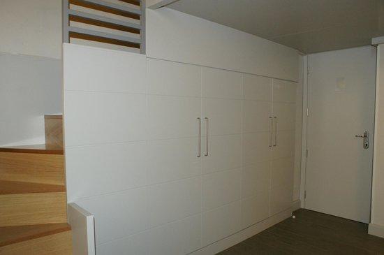 Trevi Palace Luxury Apartments: Closet
