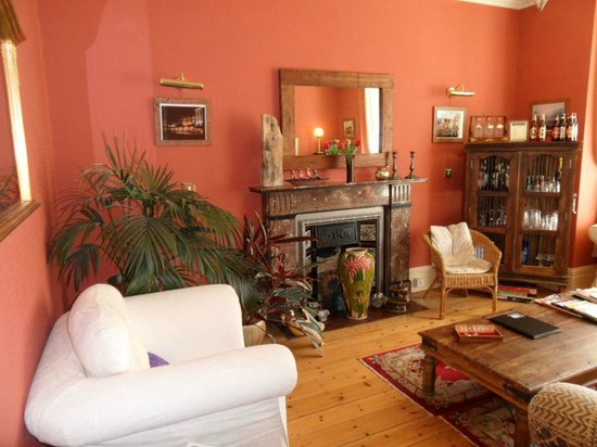 The Beacons: comfortable guest lounge