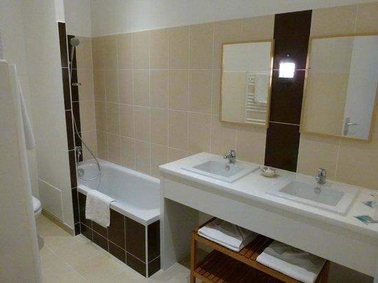 Hôtel de Vert Bois : salle de bain chambres (prestige/twin/triple/quadruple)