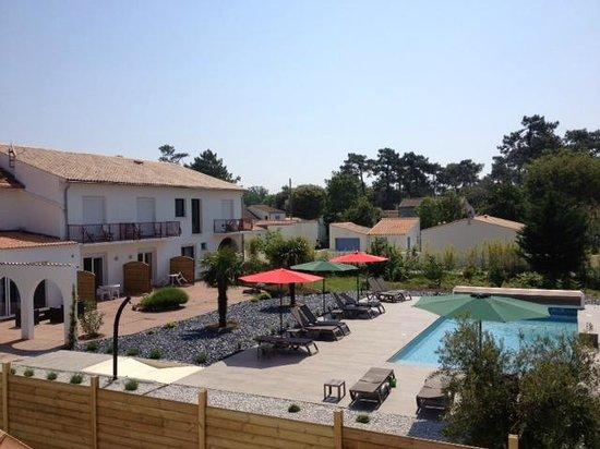 Hôtel de Vert Bois : vue côté piscine