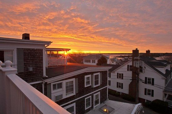 Vineyard Square Hotel & Suites: Sunrise from our luxury suite