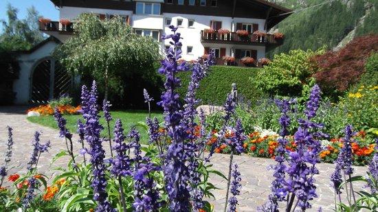 Wellness Hotel Windschar: giardino