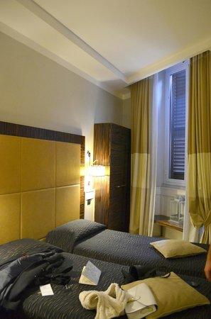 Hotel 939 :                   939 hotel room